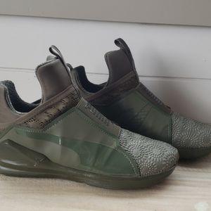Army green no laces pumas
